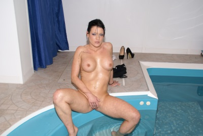 Ca mouille dans la piscine - scène n°1 - 36:04